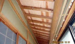 縁側が明るくなる廊下の天井です