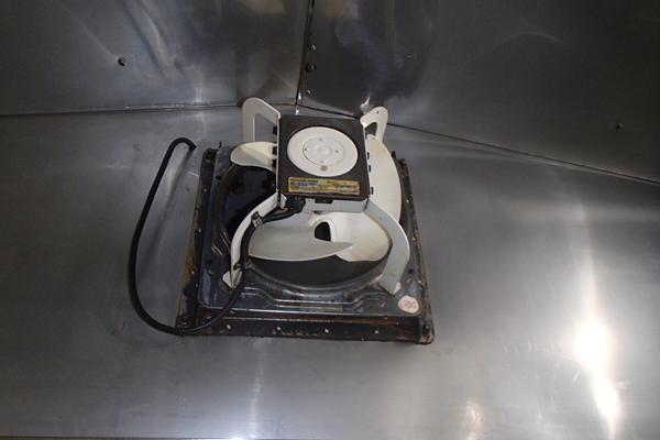 ピッカピカのキッチンフードと換気扇